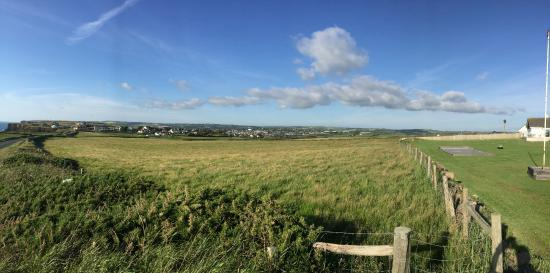 Elements Cafe Bar & Restaurant: Looking back towards Bude from Elements restaurant