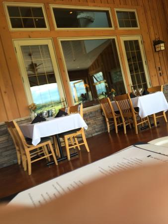 Gallatin River Lodge: Lovely Lodge and Dining Room