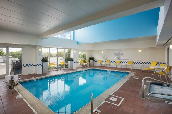 Fairfield Inn & Suites Chicago Midway Airport : Indoor Pool
