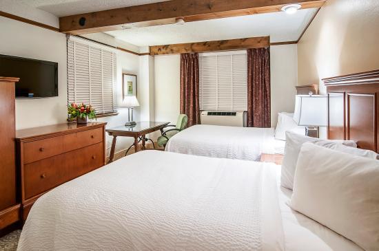 Hotel Alex Johnson Rapid City, Curio Collection by Hilton: Family Suite