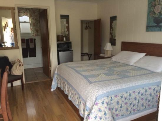 Carolina Country Inn: nice room with fridge and microwave