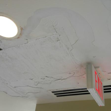Courtyard Lexington South/Hamburg Place : Pool ceiling