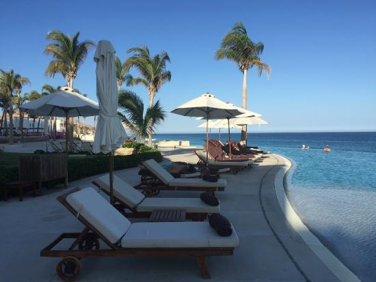 Marquis Los Cabos All-Inclusive Resort & Spa: Pool area with comfy lounge chairs