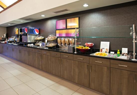 Residence Inn Pittsburgh Airport Coraopolis : Breakfast Buffet
