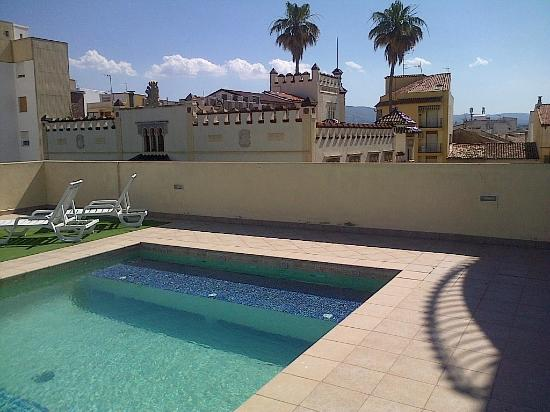 Piscina en la azotea picture of hotel kazar ontinyent for Construir alberca en azotea