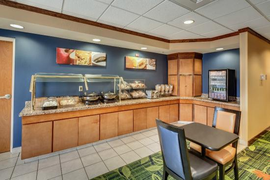 Fairfield Inn & Suites by Marriott Jacksonville Beach: Breakfast Buffet