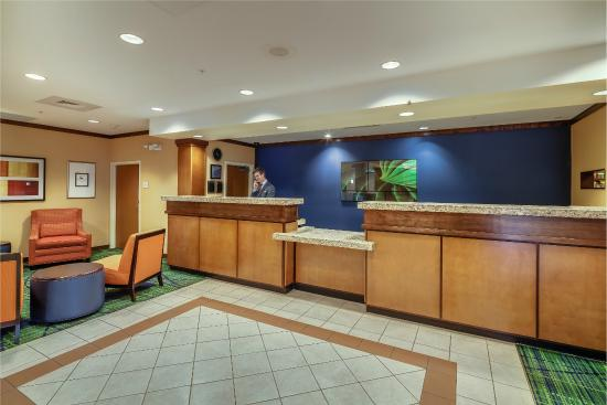 Fairfield Inn & Suites by Marriott Jacksonville Beach: Front Desk