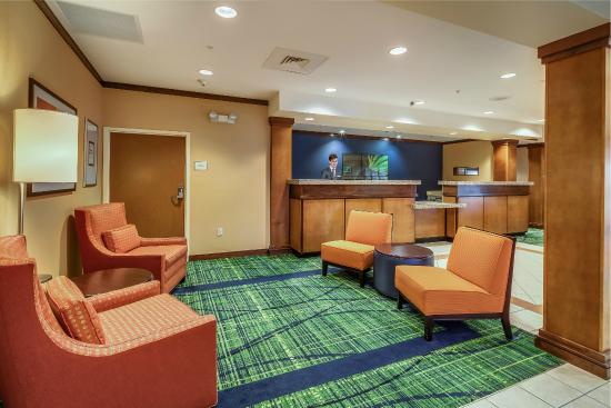 Fairfield Inn & Suites Jacksonville Beach: Lobby Seating
