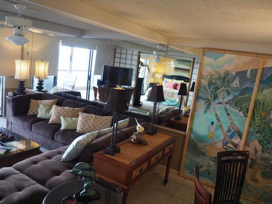 Keauhou Kona Surf & Racquet Club: living room