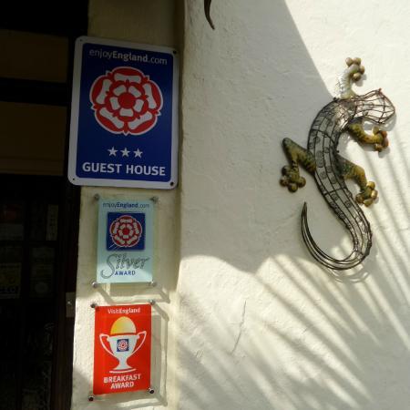 Cornerways Guest House: Front door