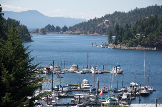 Enchanter Oceanview Suites: Beautiful view of Pender Harbour from Enchanter B&B deck