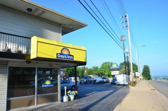 Days Inn Rolla: Days Inn front office