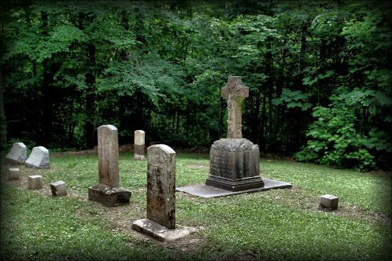 Natchez, MS: Family graveyard at Longwood