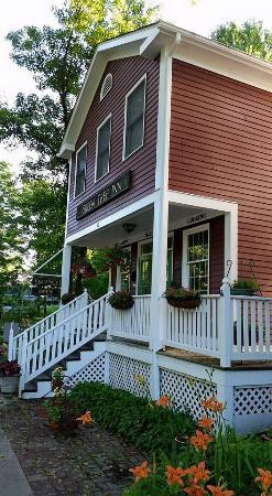Elsah, IL: The Beautiful Green Tree Inn