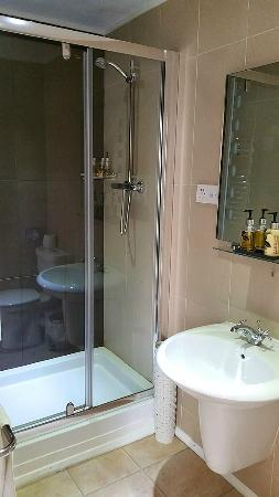 Westlakes Hotel & Restaurant: Bathroom