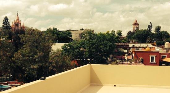 Hotel Valeriana: Terraza