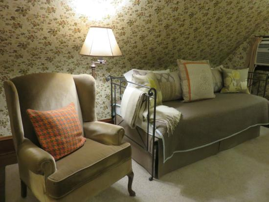 The Lancaster Bed and Breakfast: foxglove room