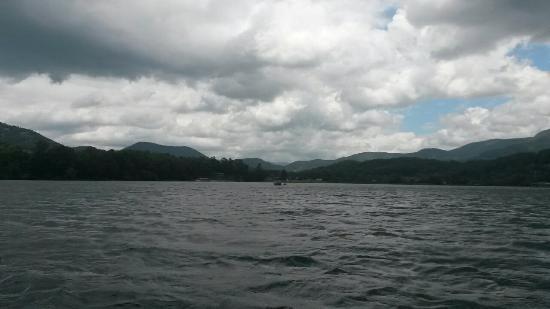 Lake Chatuge Lodge: Spectacular mountainous views