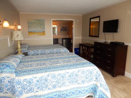Tradewinds Motor Lodge: Another shot of our rooms
