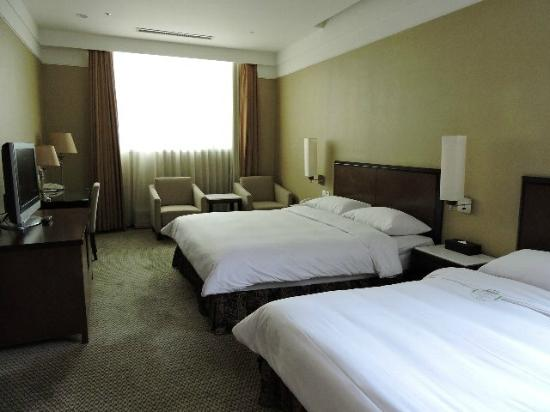 Taipei International Hotel: ダブルのツイン角部屋でした。