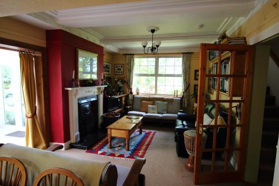 Glencairn Bed and Breakfast: Living room