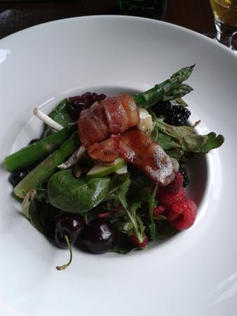 Cedar House Restaurant & Chalets: Salat mit Rhabarberdressing