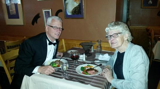 Maison St. Aubin : Enjoying a meal.