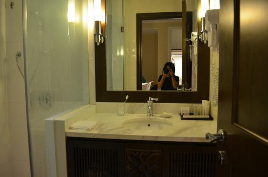 rendezvous hotel singapore by far east hospitality bathroom