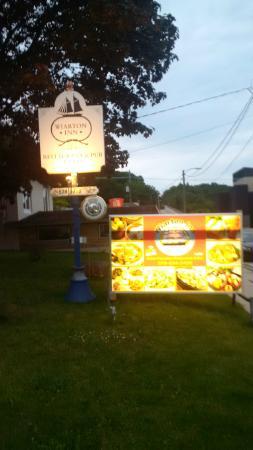 Wiarton Inn & Restaurant: Wiarton Inn signs in front