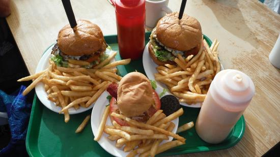 Pilot Butte Drive In: Wish we'd thought about sharing a burger