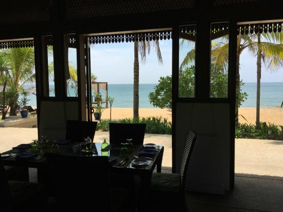 Nelayan: Dine with the Sea Breeze rustling in with sounds of Waves