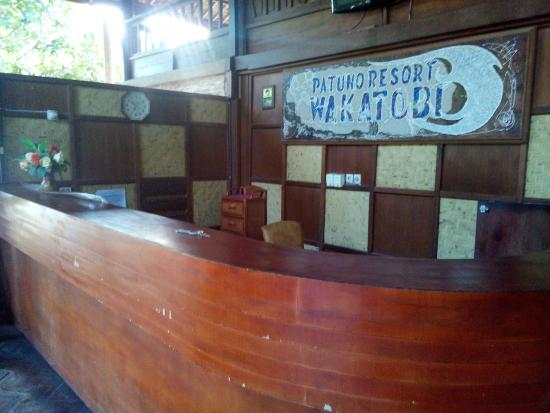 Patuno Resort Wakatobi: receptionist