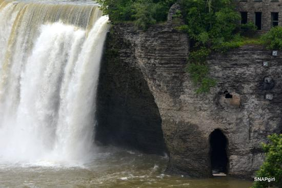 Genesee River's High Falls : The Falls