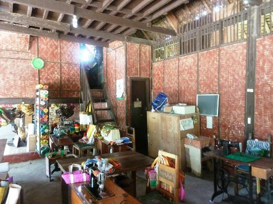 Bohol Bee Farm: Souvenir and provisions shop