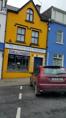 Connemara Hamper: street side