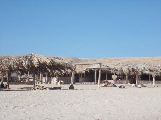 Îles Giftoun : part napernyőkkel