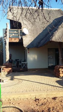 Punda Maria Restcamp: Family unit - 3 bedrooms all en-suite.  Amazing bathroom with hand basin and toilet seat and lid