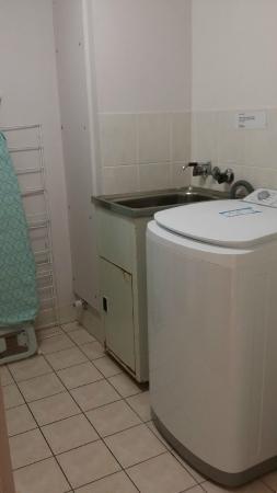 Grangewood Court Apartments Broadbeach: Washing Machine
