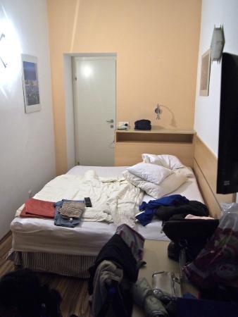 Appartements Ferchergasse: Tiny room