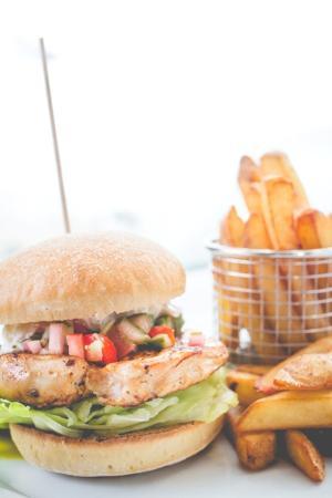 Pebbles Bar: Chicken Burger