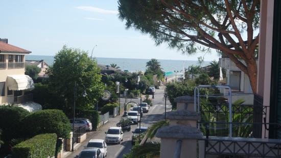 Riviera Residence: Vista terrazzino 1