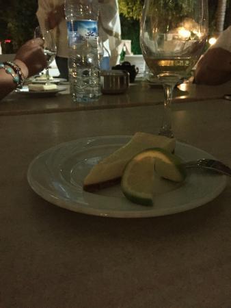 El Oumnia Puerto: El postre de limón estaba muy bueno..