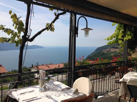 vista lago dalla terrazza - Bild von Ristorante Al Terrazzo, Tignale ...