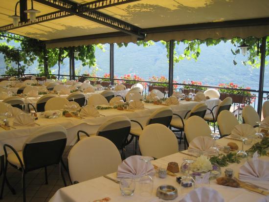 terrazza con vista lago - Picture of Ristorante Al Terrazzo, Tignale ...