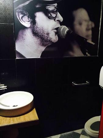 Arandú Bar: El baño