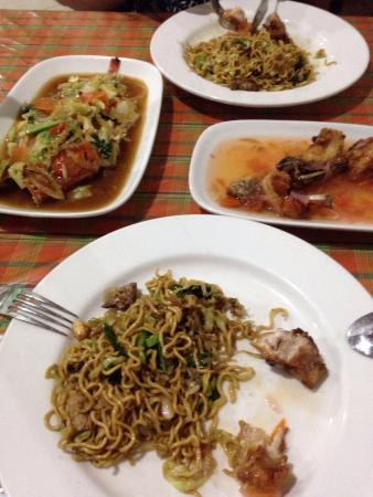 Warung Makan De 5: Very tasty and fresh food. Good prices but if you are hungry order 2 meals. Compares to other wa