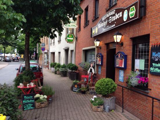 Erkelenz, Tyskland: Anbei die Aussenansicht, welche mich zum Eintreten bewogen hat.