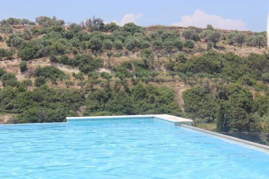 Piscine d bordement picture of rimondi grand resort for Piscine a debordement
