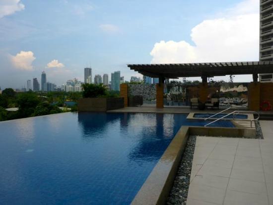 Hotel Pool Picture Of Discovery Primea Makati Tripadvisor