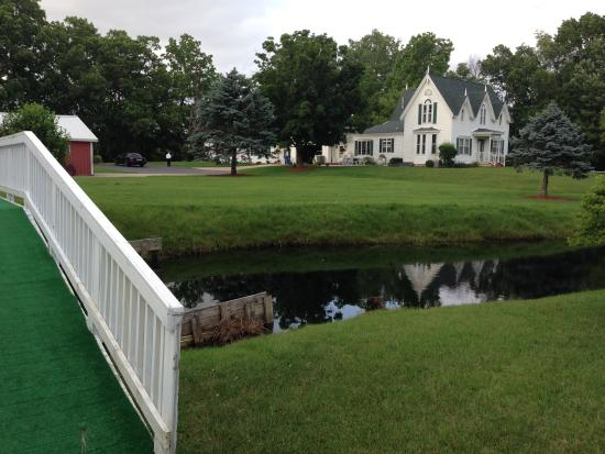 Allegan Country Inn: A view from the island on the pond